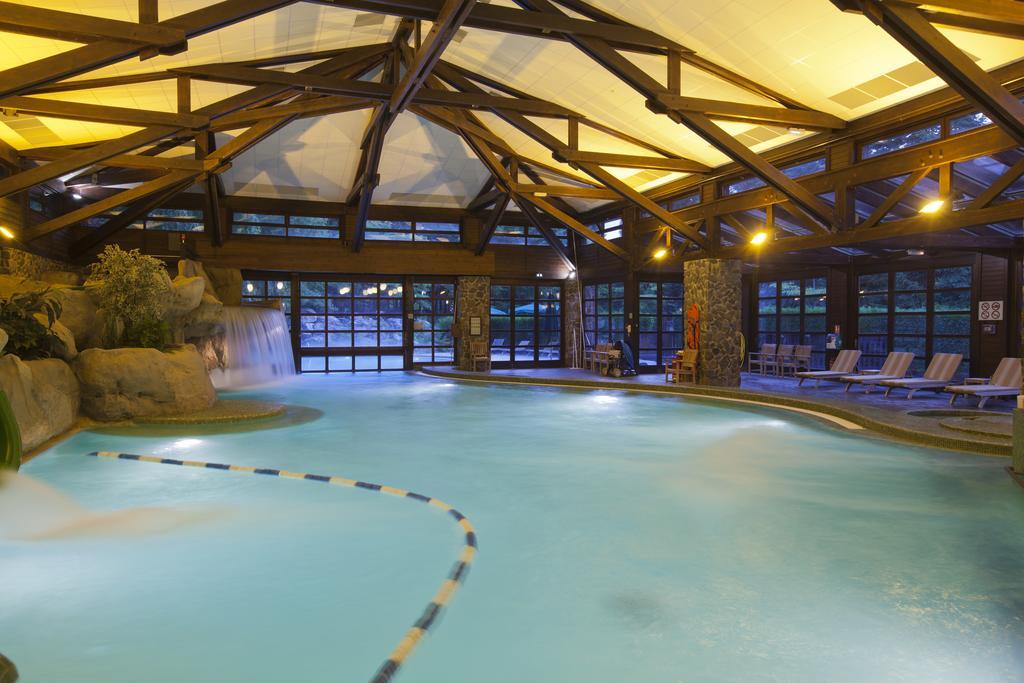 Диснейлэнд, Отель Sequoia Lodge 3*